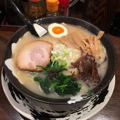 「塩とんこつラーメンと餃子」@麺屋悠来の写真