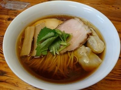 「醤油わんたん麺 900円」@らぁ麺 飯田商店の写真