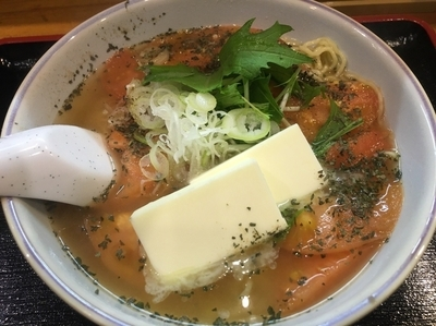 「とまとらーめん890円+カルピスバター170円」@麺ぽーかろぅの写真