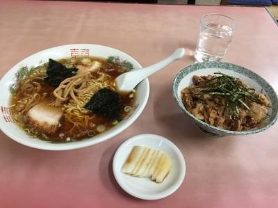 「ラーメン+肉丼(小)+漬物/850円」@龍巻軒の写真