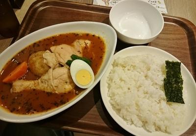 「骨付きチキンのスープカレー(ランチ) 980円」@カレー食堂 心 ヨドバシAkiba店の写真