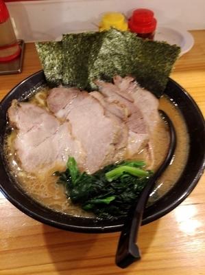 「チャーシュー麺大盛1080円、硬め濃いめ」@雷神家の写真