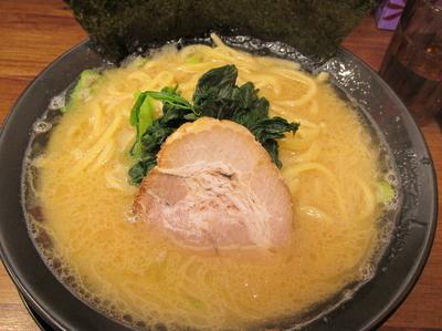 「醤油豚骨ラーメン 「690円」」@横浜家系ラーメン 駒込家の写真