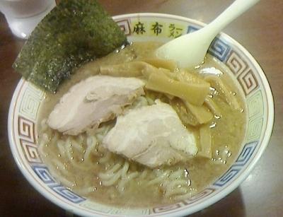 「正油豚骨ラーメン」@麻布ラーメン 慶応三田店の写真