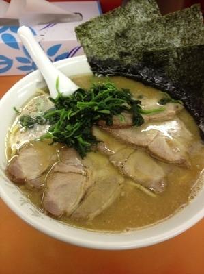 「チャーシュー麺中盛、硬め濃いめ」@鹿島家 黄金町店の写真