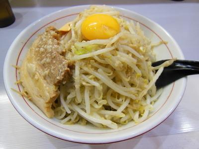 「まぜそば醤油300g ヤサイアブラマシ、チーズ」@麺処MAZERU 神田店の写真