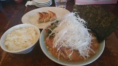 「チャーシュー麺+ネギ+餃子セット」@横浜らーめん 上州田村家の写真