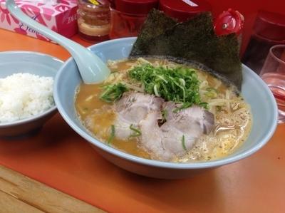 「豚骨味噌ラーメン(大盛り)750円+100円」@鹿島家 石川町店の写真