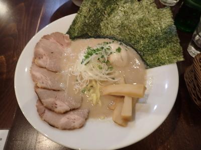 「黒S(900円)」@麺バル 3×3 市川店の写真