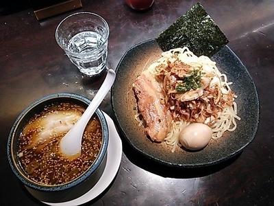 「角煮特製濃厚つけ麺+黒辛ねぎ・味玉」@東京豚骨拉麺 ばんから 新宿歌舞伎町支店の写真