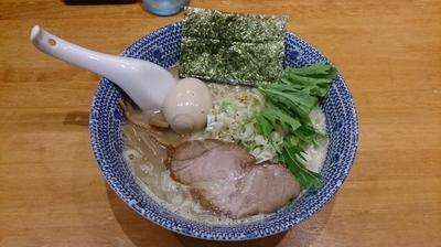「濃厚塩らーめん+味玉」@もんなか 〇心厨房の写真