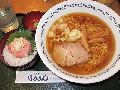 「八戸ラーメンネギトロ丼セット 980円」@烹鱗の写真