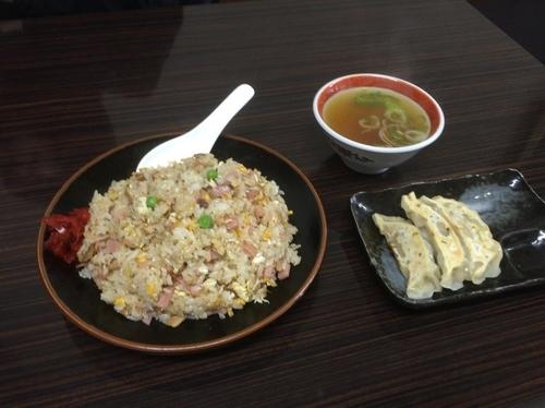 「チャーハンと餃子3コ(900)」@中華食堂 たか島の写真