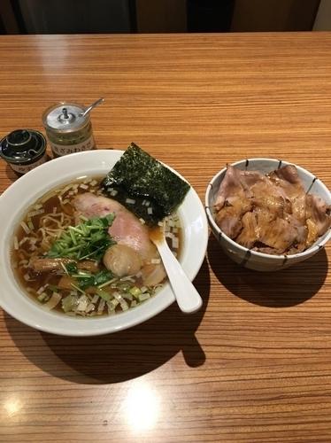 「醤油らぁ麺&焼豚飯」@中華そば こがね屋の写真