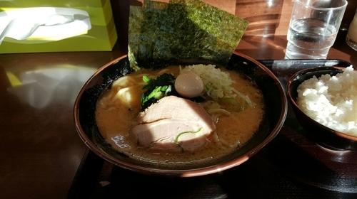 「醤油ラーメン」@横浜家系ラーメン たくみ家の写真