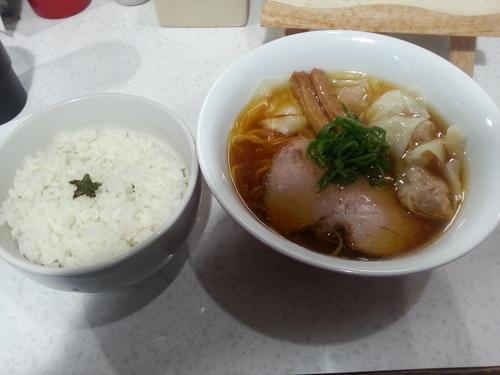 「醤油わんたんラーメン+ロックンロールご飯」@ラーメン星印の写真