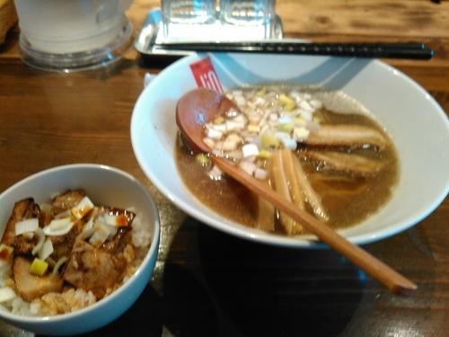 「鶏煮干しラーメン+コロコロチャーシュー丼のセット(800円)」@らーめんDining Jinの写真