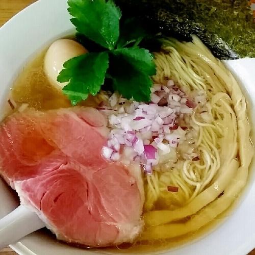 「【新メニュー】へべれ家ラーメン塩 750円+味玉」@へべれ家の写真