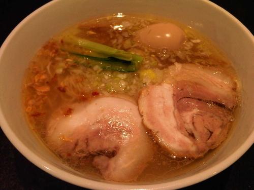 「塩らぁ麺(1000円)+味付たまご(150円)」@支那そばや 新横浜ラーメン博物館店の写真