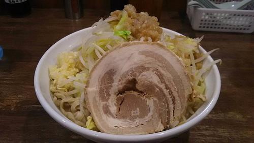 「爆麺中(ニンニクヤサイ)」@爆麺亭 所沢店の写真
