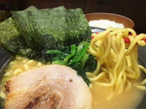 「醤油ラーメン 並(690円)」@横浜家系 道玄家の写真