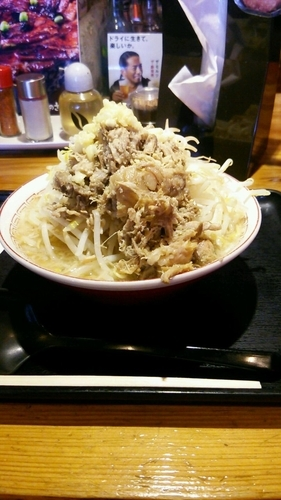 「大町肉二郎(ニンニクあり・ヤサイ増し)」@豚のさんぽの写真