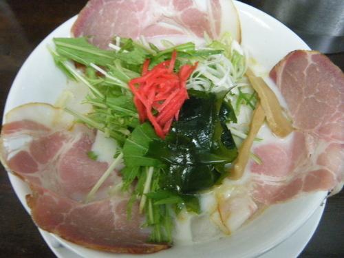 「冷たい(白い白雪姫のスープ)燻製チャーシュー麺850円」@手作りらーめん 白雪姫の写真