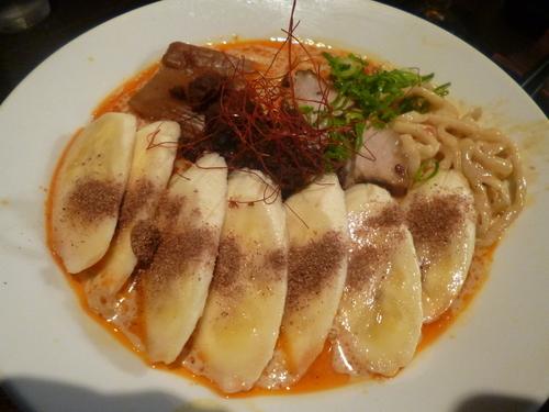 「【限定】バナナ担々麺」@らーめん くろくの写真