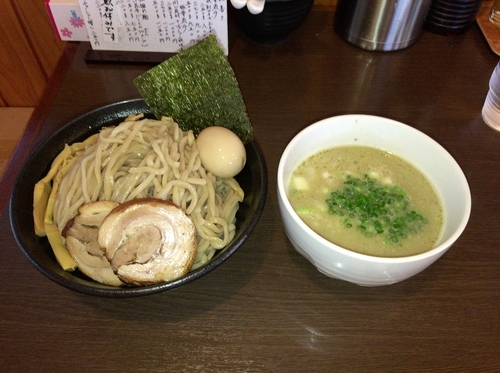 「きまぐれメニュー メリークリスマスつけ麺(特製)+特盛」@つけ麺 弥七の写真