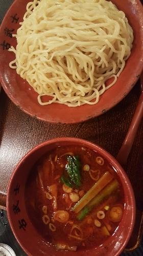 「辛つけ麺【300g】3辛」@麺処 古武士 新宿西口小滝橋通り店の写真