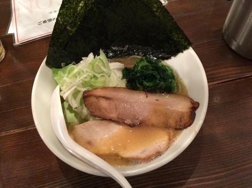 「横浜豚骨醤油ラーメン」@New old style ゆいが NOS高田店の写真