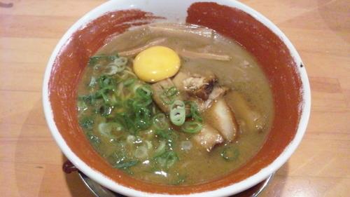 「チャーシュー麺(生卵入り)」@徳島ラーメン 麺王 神戸大津和店の写真