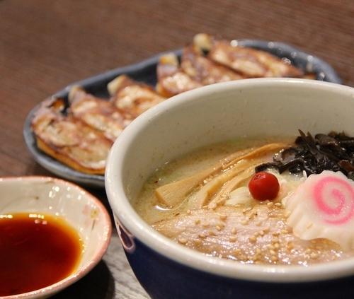「しおらーめん(ミニサイズ)+餃子」@らーめん 山頭火 越谷イオンレイクタウン店の写真