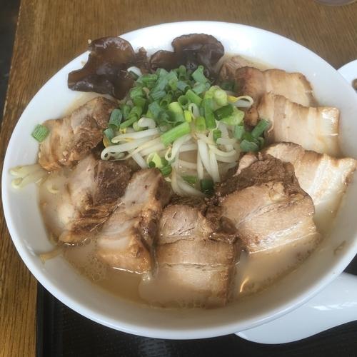 「とんこつチャーシュー麺大盛り +無料小ライス」@会津喜多方ラーメン 蔵太鼓 茨城麻生店の写真