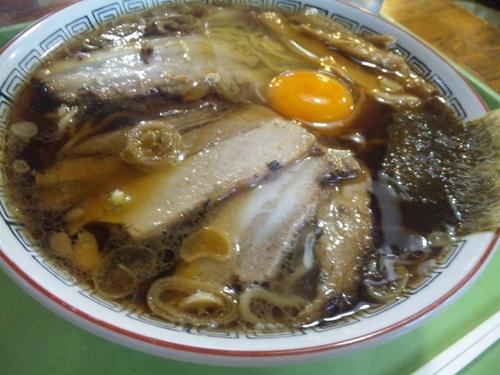 「生卵入り中華そば 840円」@ふくや 妻科店の写真
