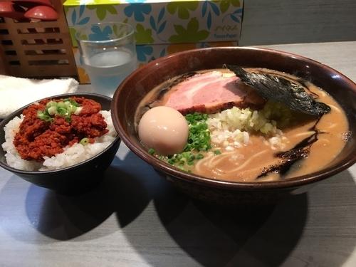 「黒真空そば+大蒜辛肉飯+味玉」@喜乃壺の写真