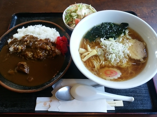 「醤油ラーメン+半カレーセット900円」@つちや食事処の写真