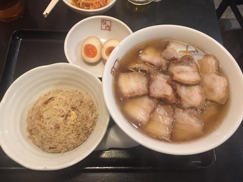 「チャーシュー麺半チャーハンセット」@喜多方ラーメン 坂内 調布店の写真
