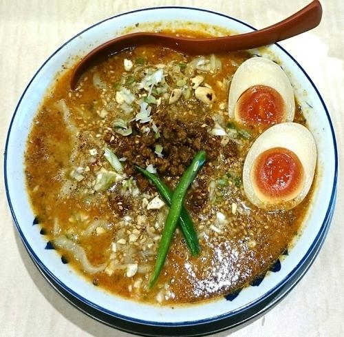 「担々麺(汁あり) 半熟味付け玉子」@食堂 七彩の写真