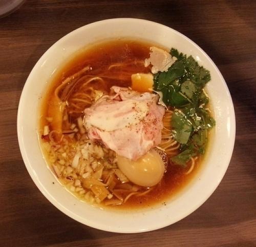 「醤油鶏そば味玉入り850円」@自家製麺 鶏冠の写真