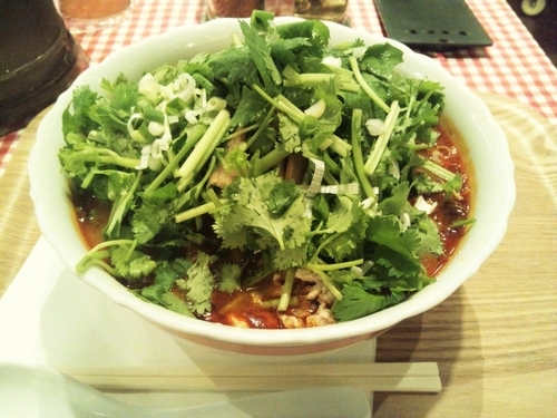 「トムヤンパクチー麺(1,080)+麺大盛(100)」@タイ国麺飯 ティーヌン ヨドバシAkiba店の写真