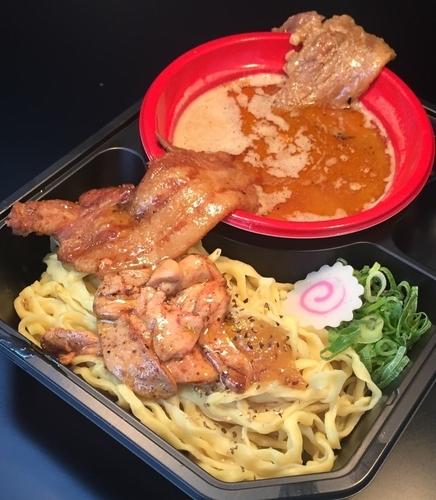 「札幌みそのマルエス 神の炙り肉盛り味噌つけ麺+フォアグラ500円」@大つけ麺博 2016の写真