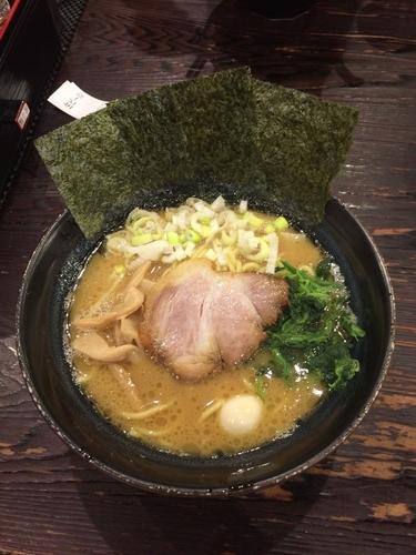 「醤油豚骨ラーメン(750円)」@横浜家系ラーメン 極み家の写真