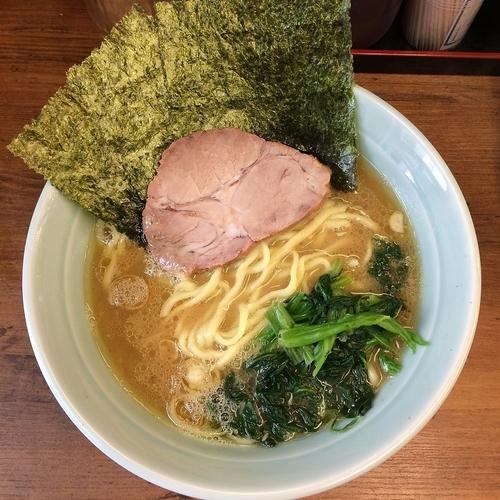「ラーメン¥650+サービスライス」@横浜ラーメン 武蔵家 国領店の写真