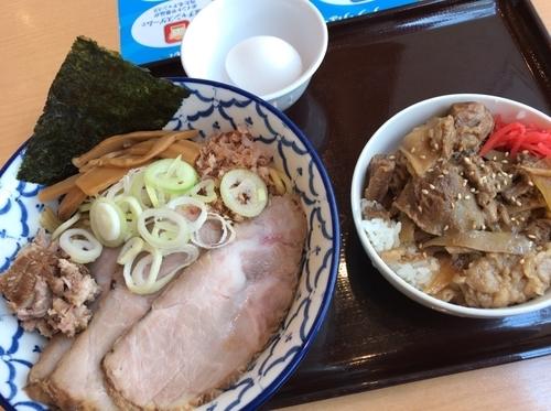 「油そば チャーシュー温玉+牛すじ丼」@兎に角 another leafの写真