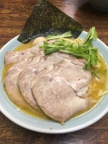 「チャーシュー麺中盛800円、硬め濃いめ」@入船食堂の写真