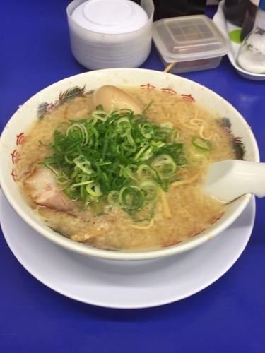 「こってりラーメン(味玉トッピング)」@来来亭 周南店の写真