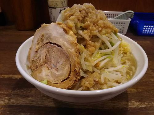 「爆麺(中)ニンニクヤサイミゾレ750円」@爆麺亭 所沢店の写真