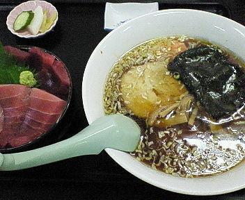 「鉄火丼、ラーメン セット 960円 ※」@長谷川食堂の写真