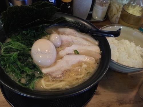 「特製ラーメン(醤油) 中盛(麺1.5玉)  硬さ濃さ脂普通 ¥9」@横浜とんこつラーメン まんぷく家の写真
